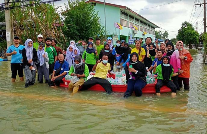เราคนไทยไม่ทิ้งกัน วิทยาลัยชุมชนยะลาช่วยเหลือประชาชนที่ประสบภัยน้ำท่วม