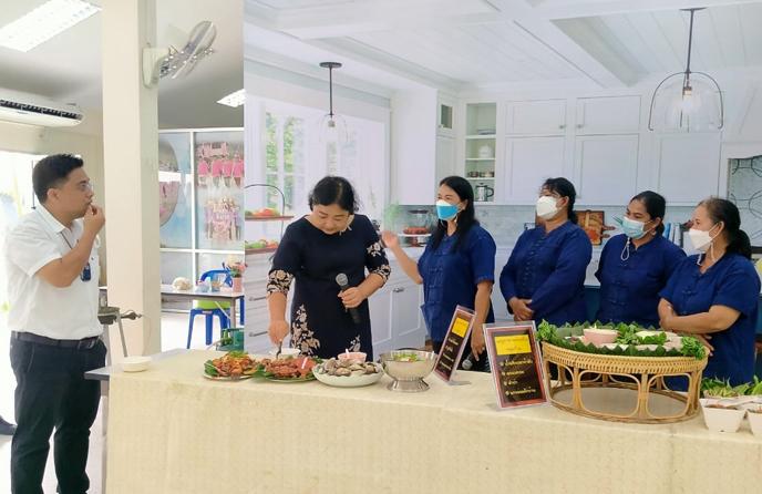 วิทยาลัยชุมชนระนอง จัดโครงการพัฒนาศักยภาพการท่องเที่ยวจังหวัดระนอง กิจกรรมอบรมหลักสูตรการจัดเมนูอาหารสำหรับท่องเที่ยวโดยชุมชน
